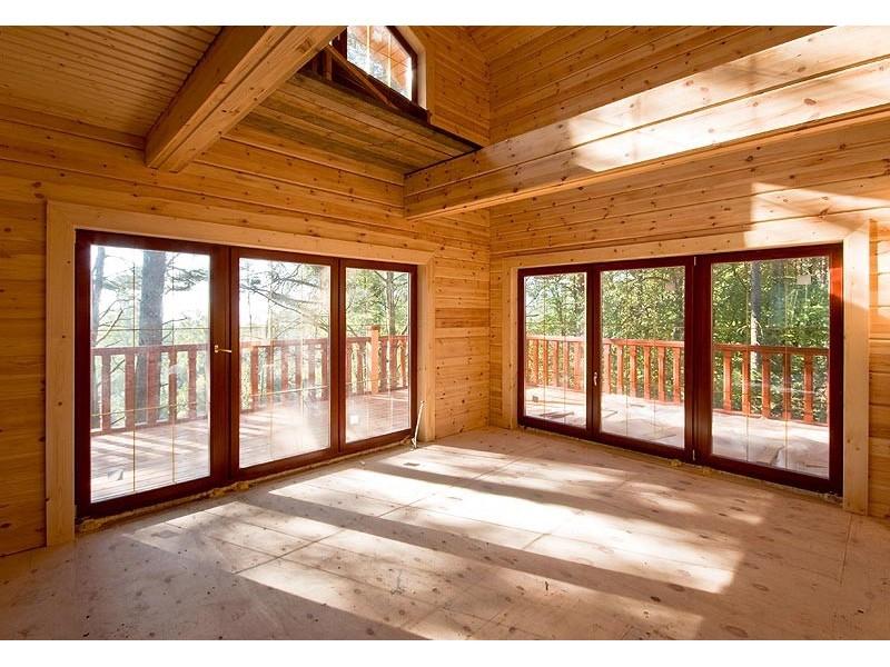 Дизайн окон в деревянном доме