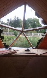 пятиугольное отверстие в крыше