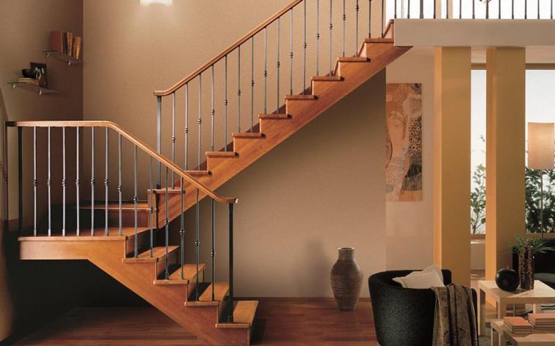 маршевые полуоборотные лестницы элитные из дерева