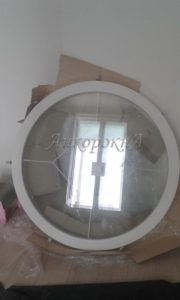 Установка круглого окна со шпросами