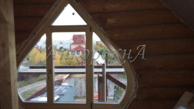 луковидное окно из дерева фото