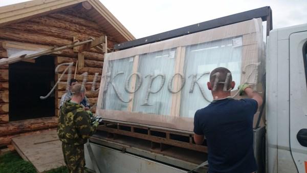 разгрузка и монтаж деревянных окон для мельницы Германа Стерлигова в Ленобласти