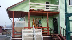 фото выполнения работ по остеклению террасы частного дома в Куйвози