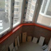 яркий акриловый подоконник на балкон