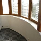 акриловый подоконник на балкон в виде эркера