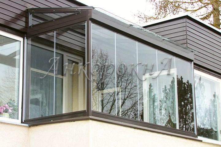 балкон с безрамным остеклением фото